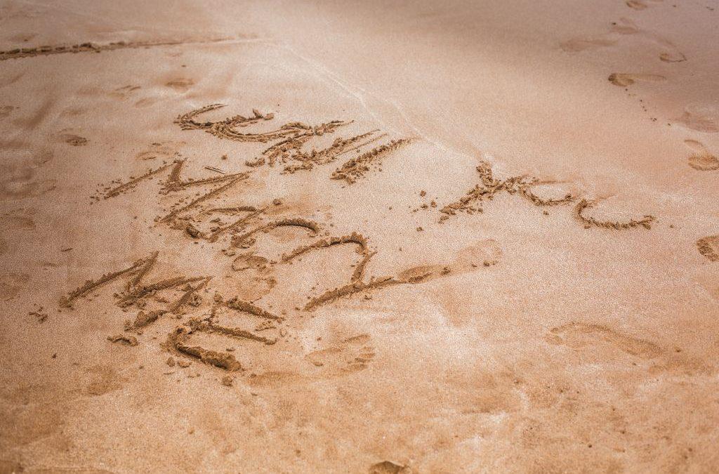 Couple photography: The Best Surprise Proposal has Hawaiian Décor